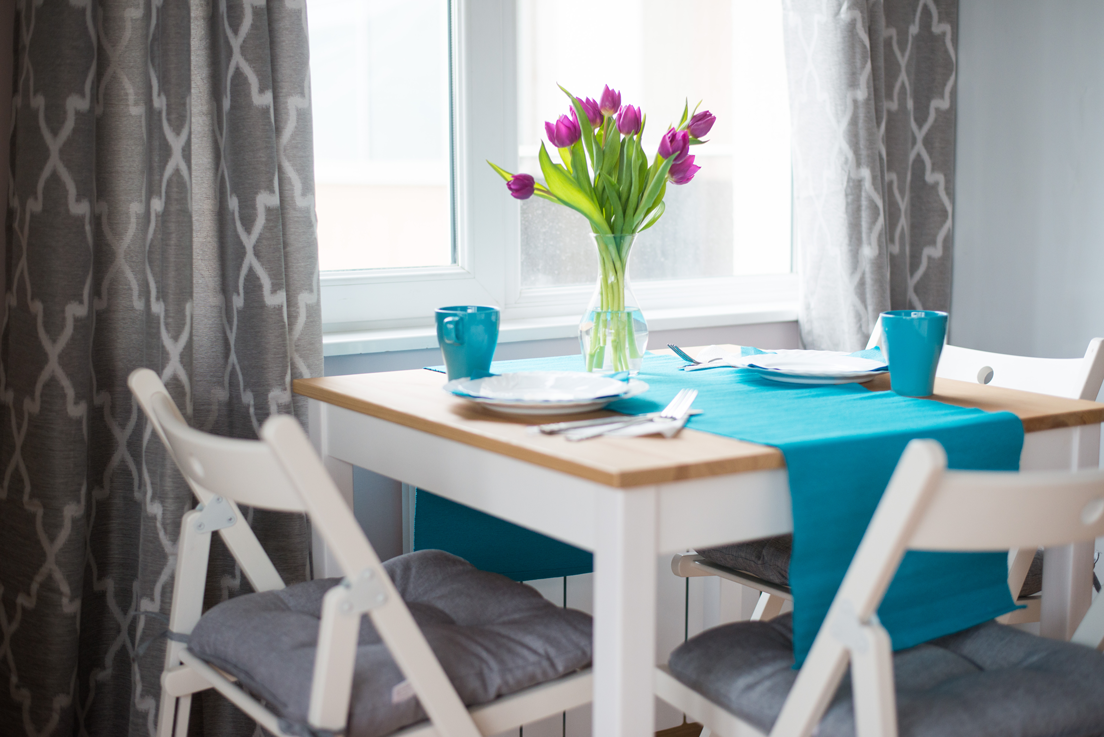 table-with-flowers–Dunav-7mi-apartment