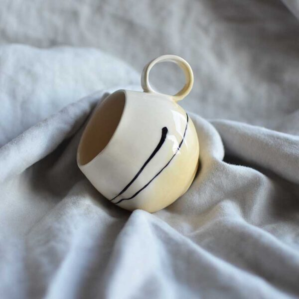 porcelanova chasha cvetna grafichna chai kafe