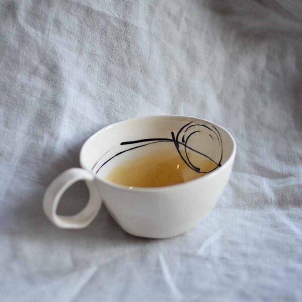 porcelanova chasha cvetna rachna izrabotka za chai i kafe