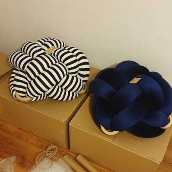 Black and white knot pouf3