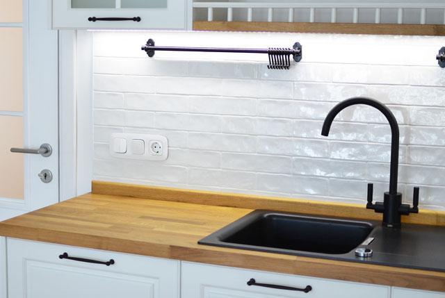 metro tiles kitchen detail 1