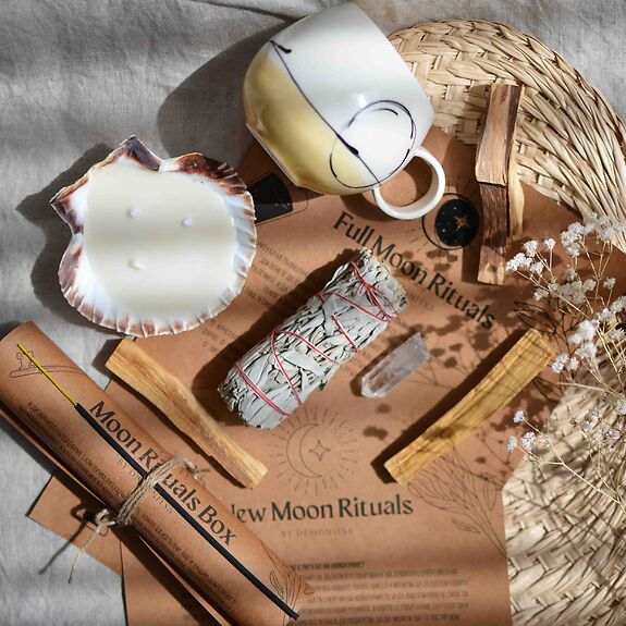 Moon Rituals Box Designitsa1